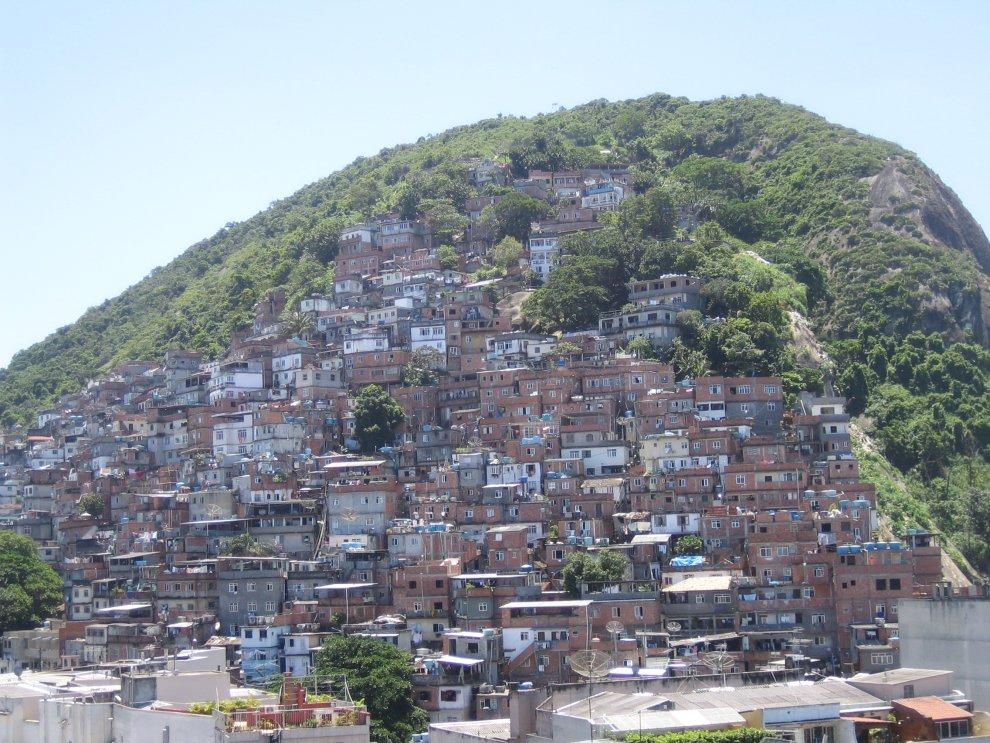 http://www.math.ethz.ch/~hjfurrer/holidays/RioDeJaneiro/large/Favela.JPG